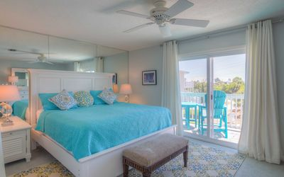 Photo for Blue Mountain townhouse, 250 steps from the beach, community pool, 2 bikes