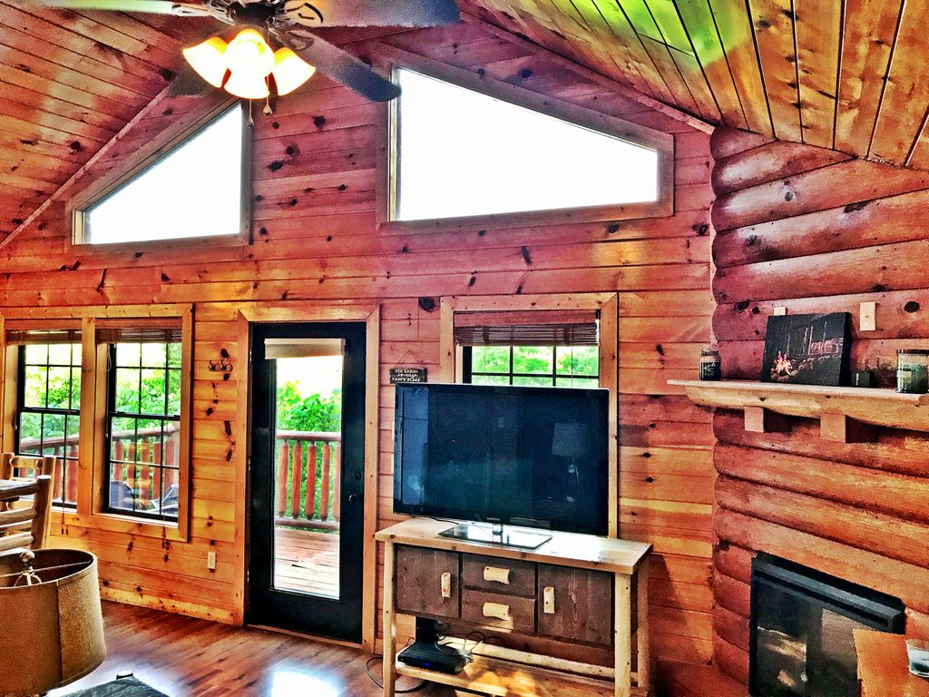 Secluded comfy cute smoky mountain cabin hot tub gsmnp for Smoky mountain cabin specials