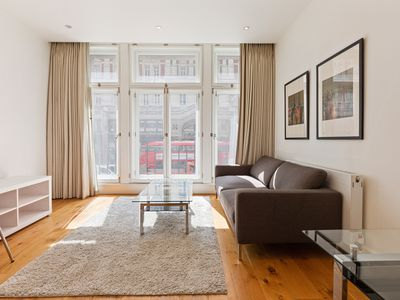 Photo for Stunning 1 Bed Apt, Sleeps 2 nr Central London