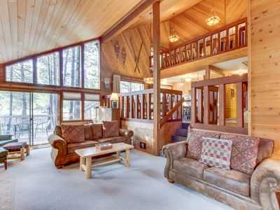 Photo for Cozy Sunriver cabin w/private hot tub & wood fireplace, SHARC passes!