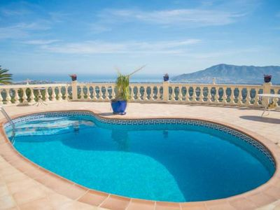 Photo for Beautifull villa with views over the bay of Albir