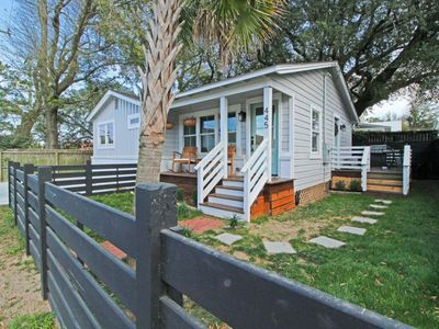 Photo for Charleston Cottage Close to Downtown!