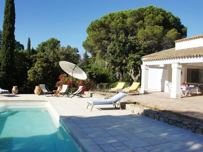 Photo for Villa with pool in a secure area to 100 steps from the sea