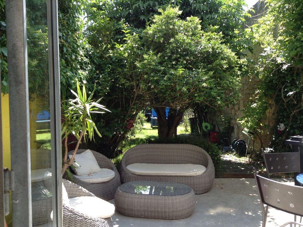 Large house with garden in the center of Bordeaux, Aquitaine Hotels
