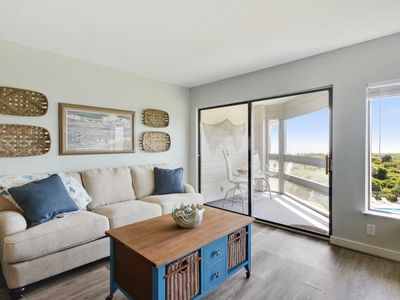 Pet Friendly Upgraded Beach Themed Condo with Ocean View