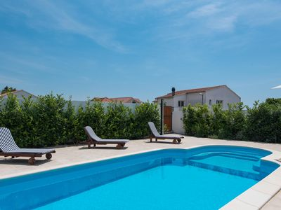 Photo for Very nice villa with pool and mediterranean garden