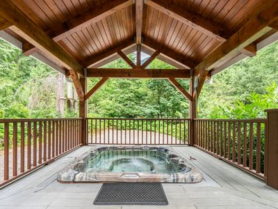Photo for The Baker Chalet-3 Spacious Levels, Hot Tub, Pool Table, Mountain View