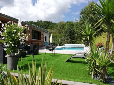 Photo for Beautiful villa with private pool (heated), quiet, close to beaches.