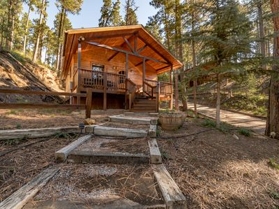 """Photo for """"Hidden Escape"""" cabin offers seclusion and tranquility among the tall pines of Upper Canyon."""
