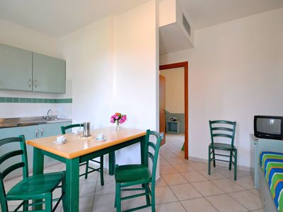 Photo for Lovely apartment for 6 people with WIFI, A/C, pool, TV, balcony, pets allowed and parking