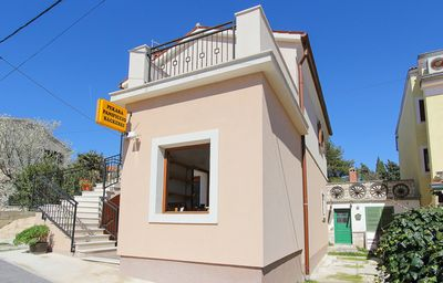 Photo for Comfortable apartment only 700 meters to the Cape Kamenjak with kitchen, air conditioning, balcony, barbecue