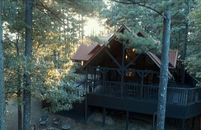 Family cabin on 4 acres, hot tub, Sleeps 12 *Weekday Special*
