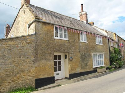 Photo for BLACKBIRD COTTAGE, pet friendly in Broadwindsor, Ref 976066