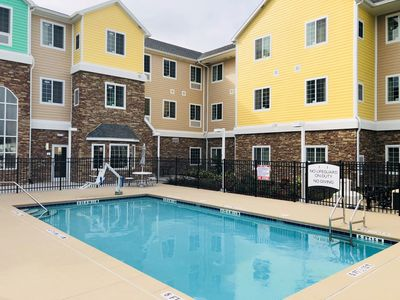 Photo for King Studio. Free Breakfast Buffet. Outdoor Pool. 15 Min to Downtown Lakeland.