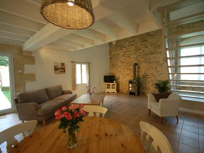 Photo for Bordeaux vineyards light and spacious apartment with private garden, shared pool