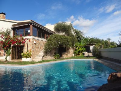 Villa with pool and private garden and barbecue. Elegant atmosphere