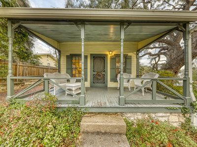 Photo for Charming historic cottage close to the heart of Fredericksburg