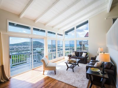 Living Area - The main living area boasts stunning 270-degree vistas of the ocean and mountains.