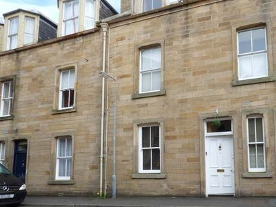 Photo for 3 QUEEN MARYS BUILDINGS, with a garden in Jedburgh, Ref 947796