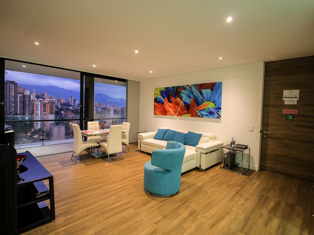 Coolest building medellin apt 1701 roof to vrbo for Virtual pool builder