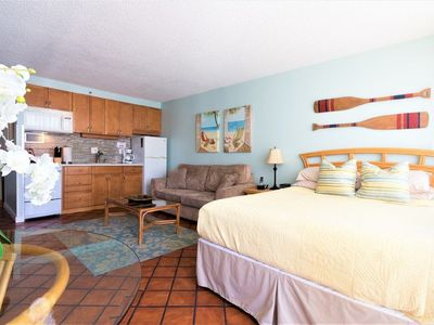 The Beachcomber Studio with Full Kitchen, FREE parking and 2 blocks to beach!!
