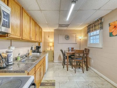 Photo for Dog-friendly urban retreat near Forsyth Park with furnished patio!