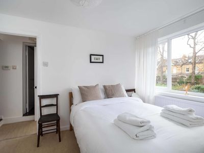 Photo for Lovely 2BR Home in South London, 4 Guests