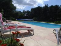Lovely relaxing location. Friendly welcoming hosts. Great pool and grounds.