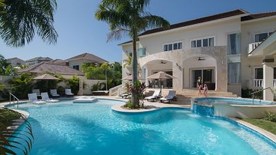 Photo for 5 BEDROOM VILLA All Inclusive **GOLD BRACELET** NO RESORT FEE!!!!