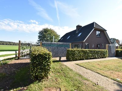 Photo for Fabulous detached farmhouse with hot tub and sauna, in a rural setting in Holten.