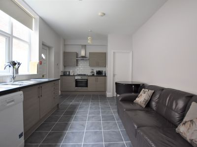 Photo for Spacious 3 Bed City Centre Flat. Free Parking