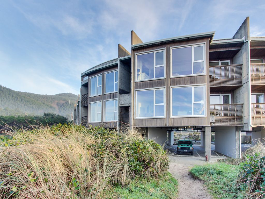 Seaside Dog Friendly Condo With Ocean Views Amp Shared Hot