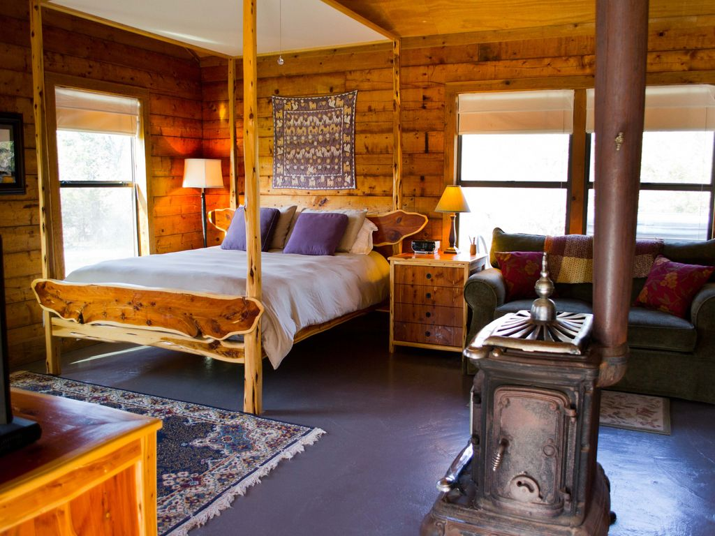 Romantic log cabin on smith creek hot tub wimberley texas for Log cabin with hot tub one night stay