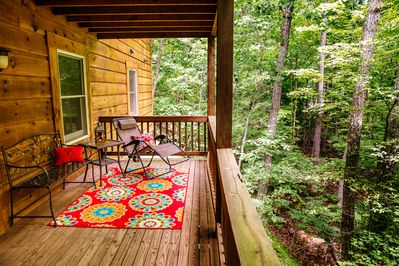 Lay back and relax on the lower deck overlooking the wooded glade and creek!