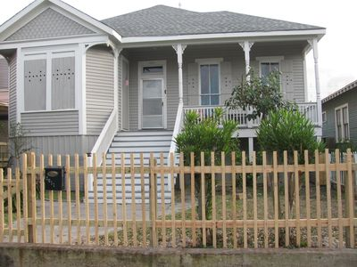 Pet Friendly 2/2 Historic Cottage 2 blocks from the Beach