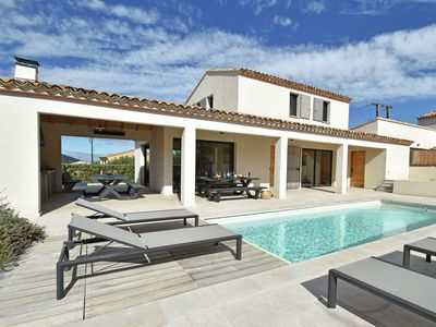 Photo for Luxury villa with private pool in domain within walking distance of Malaucène