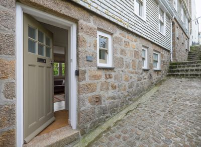 Charming fisherman's cottage on cobbled, traffic free lane in heart of St Ives