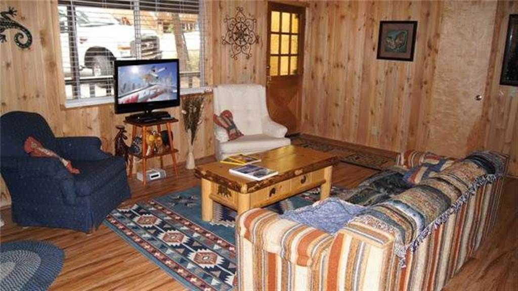 Granny 39 s love shack charming cabin where you will find all for Granny cabins