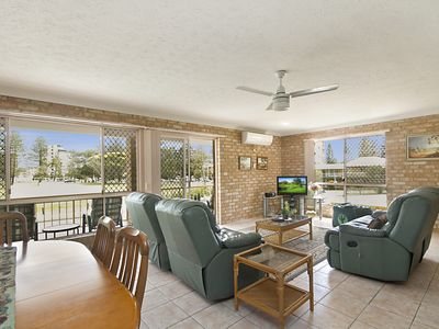 Photo for Tumut Unit 1 - Great unit in a central location to beaches, clubs and shopping