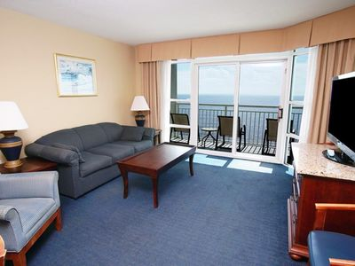 Carolinian Resort 1632, Lovely 2 BR Ocean Front Condo with Outdoor Swimming Pool, Hot Tub, Lazy River and Kiddie Pool