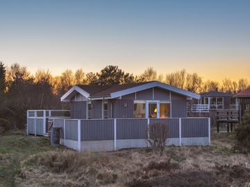 Lovely cottage for 6 persons, sea view, in the dunes at Grenaa beach