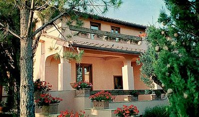 Photo for 6 bedroom Villa, sleeps 16 in Diaccialone with Pool, Air Con and WiFi