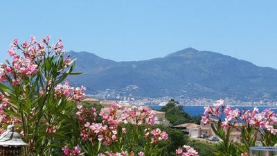 Photo for House 4 bedrooms, sleeps 8, Sea view on the South Shore of Ajaccio