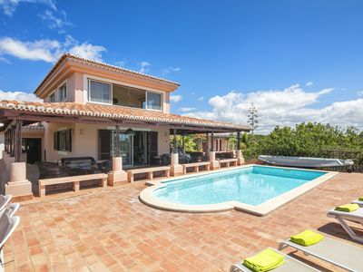 Photo for Luxury villa with a heatable pool, located 500 meters from Praia da Marinha.