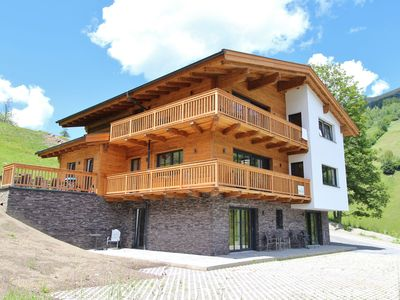 Photo for Built in 2015, luxurious chalet right next to the piste and lift in Saalbach