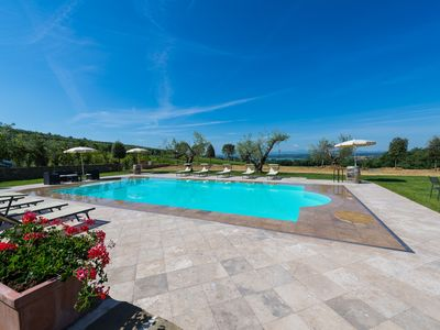 Photo for Sparkling 7 bedroom Villa in Cortona (Q1467)