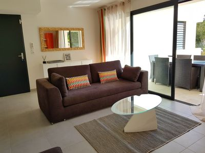 Photo for Superb apartment for 4/6 people. 5 minutes from downtown, with shared pool
