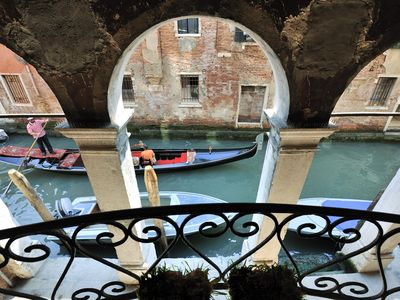 Big Apartment In An Elegant Area Facing A Typical Venetian Canal