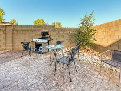 Photo for Quaint dog-friendly home w/jetted tub, private gas grill & mountain views!