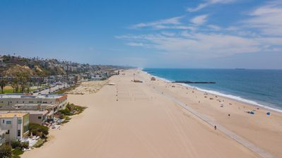 Beach - This prime location is just minutes from Venice, Santa Monica, and LAX.